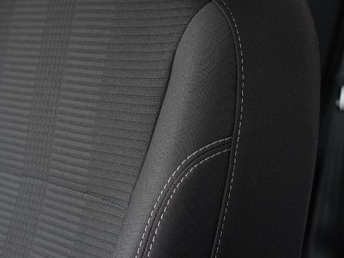 obite tapicerką siedzenie samochodowe